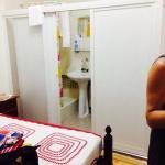 Chambre avec salle de douche et wc