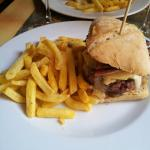 Le burger savoyard aux deux fromages...excellent