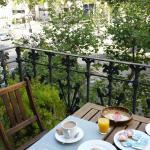 Desayunando mirando el Paseo de Gracia