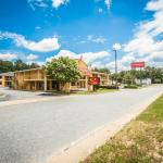Photo de Econo Lodge Inn & Suites at Fort Benning
