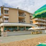 Terrazza esterna e spiaggia privata