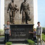 Monumen di depan museum Dirgantara