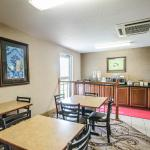 Photo of Econo Lodge  Inn & Suites Evansville