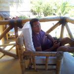 descansando en el balcón con una hermoza vista al mar