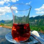 Ett glas te på hotellets terrass