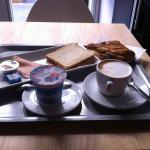 Desayuno del hotel en cafeteria Agora