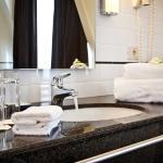Bruges Hotel Navarra Bathroom