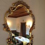 Spiegel im Frühstücksraum