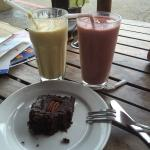 The strawberry and banana smoothie to die for! Vegan brownie was also delicious. Everything is o