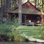 Log Cabin with river view, Cold Springs Resort