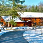 Elkhorn Lodge sleeps 19 people. fireplace, pool table, hot tub, deck near the river.