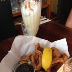 Forret Calamari og en lækker drink