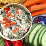 Spinach dip w/ cucumber, carrots, celeri, pepper and chips
