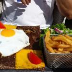 Galette boeuf,  cheddar et frites