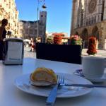 Café y tronco de turrón...