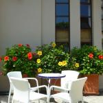 Une table sur la terrasse