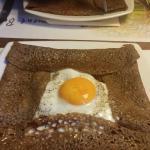 Trégoroise en premier plan, légumes steak haché œuf au plat.. Et texane au second, steak haché s