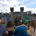 Tour con Álvaro durante la visita a los jardines del Castillo de Dublín