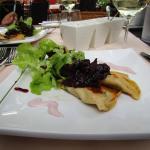 Vorspeise: Champignonravioli mit Zwiebelmarmelade