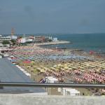 Vista della spiaggia e del centro di Caorle dal balcone della stanza.