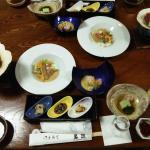 この写真の内容に、焼き魚、刺身、とろろ蕎麦がついていたと思います。