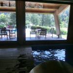 Vista desde la piscina interior