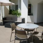 le salon de jardin, terrasse au rez-de-chaussée de la résidence