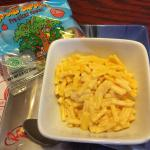Kids Mac-n-cheese meal with apple slices