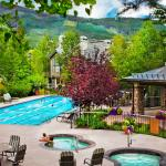 Highlands Lodge Pool & Hot Tubs In Summer