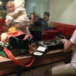 DJ legt auf im Restaurant