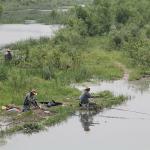 Вид с моста: местные жители на рыбалке