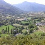 Vista del hotel El Mirador y pueblo de Oto