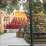 Утренний молебен в Храме Махабодхи слышен в отеле
