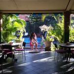 На пути завтракать - вход со стороны басейна