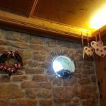 bellissime le pareti interne del ristorante con tutti questi bellissimi addobbi