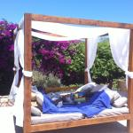 Después d la playa relax en la,cama balínesa