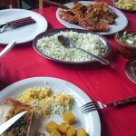 Frango atropelado tradicional, arroz e polenta frita.