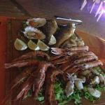 Una delle mangiate di pesce piú gustose in assoluto....per l'attesa ci hanno portato le cozze fa