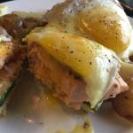 Salmon benedict+fresh spinach,tomatoes Power fried rice small size Not salty good taste!! lol~