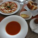 Photo de Verandah Bistro & Bar at Hilton Colombo Residences