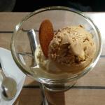 Boules de glace vanille/caramel.