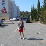 Parkin descubierto y gratuito de la entrada al hotel