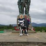 Karen, Elaine & Romeo butonly half the memorial?