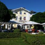 Hotel von der Liegewiese aus