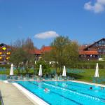 Hotelansicht vom Schwimmerbecken Therapiebad
