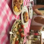 Moussaka,  salade haricots verts, calamars frits