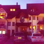 """Das Hotel """"Hirsch"""" bei Nacht, wie ein kleines Schlösschen..."""
