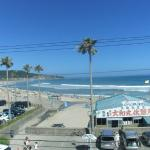 部屋から見た御宿の砂浜です