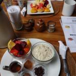 Frühstück (eins von vielen angebotenen Varianten) Abends: leckere Gin Tonics