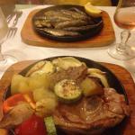 Sardines grillées et agneau grillé avec ses légumes ....